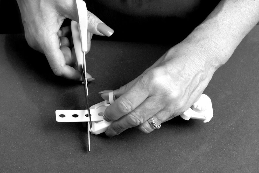 Dreambaby Twist 'N Lock Multi-Purpose Latch -White/Grey 6 Pack image 1